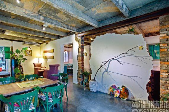 有着年数历史的砖木结构的两层瓦房